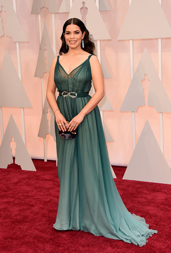 America Ferrera in a flowy Jenny Packham gown at the Oscars 2015