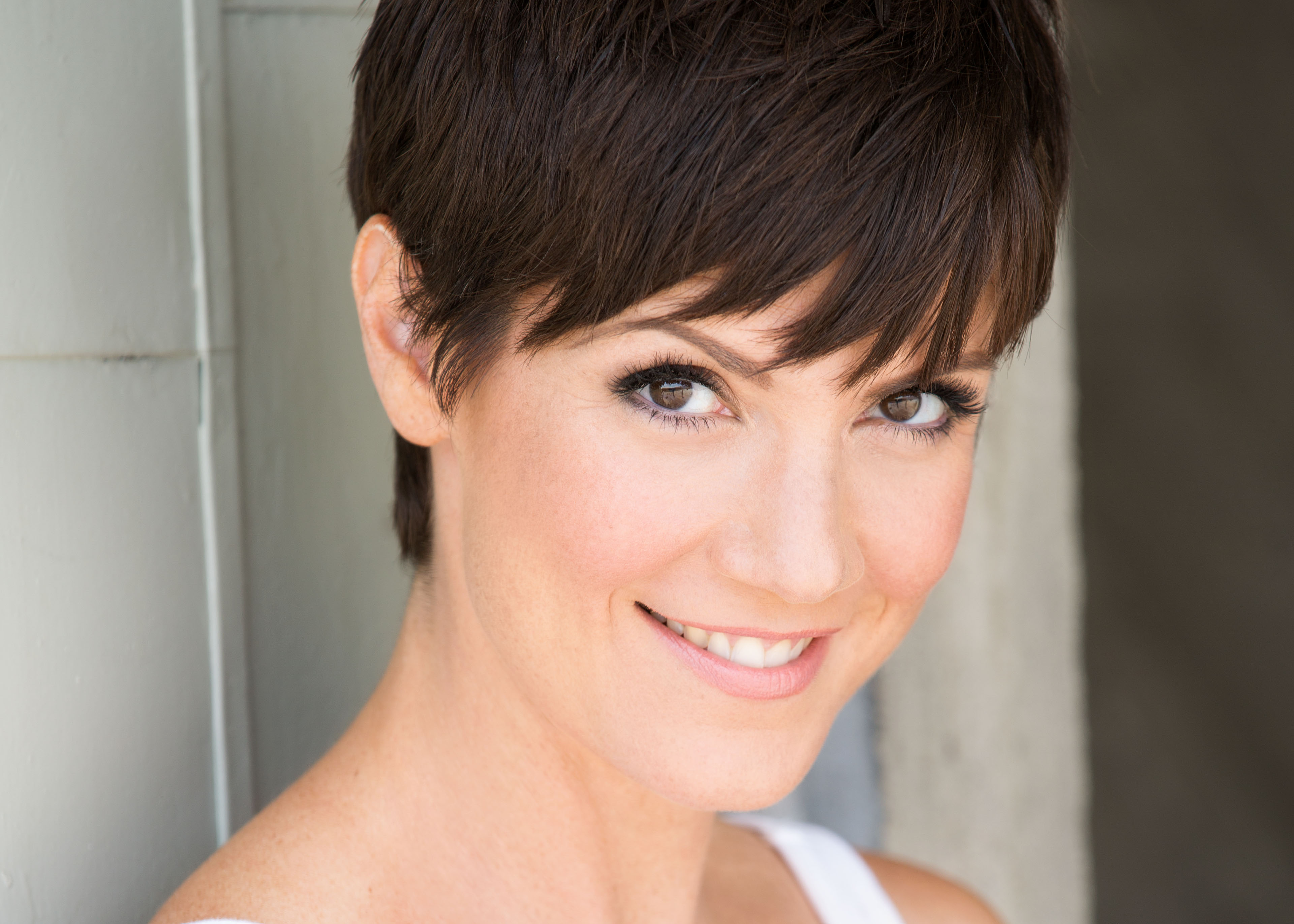 Wondrous 10 Things With Zoe Mclellan Celebrity Fashion Amp Style Trends Short Hairstyles Gunalazisus