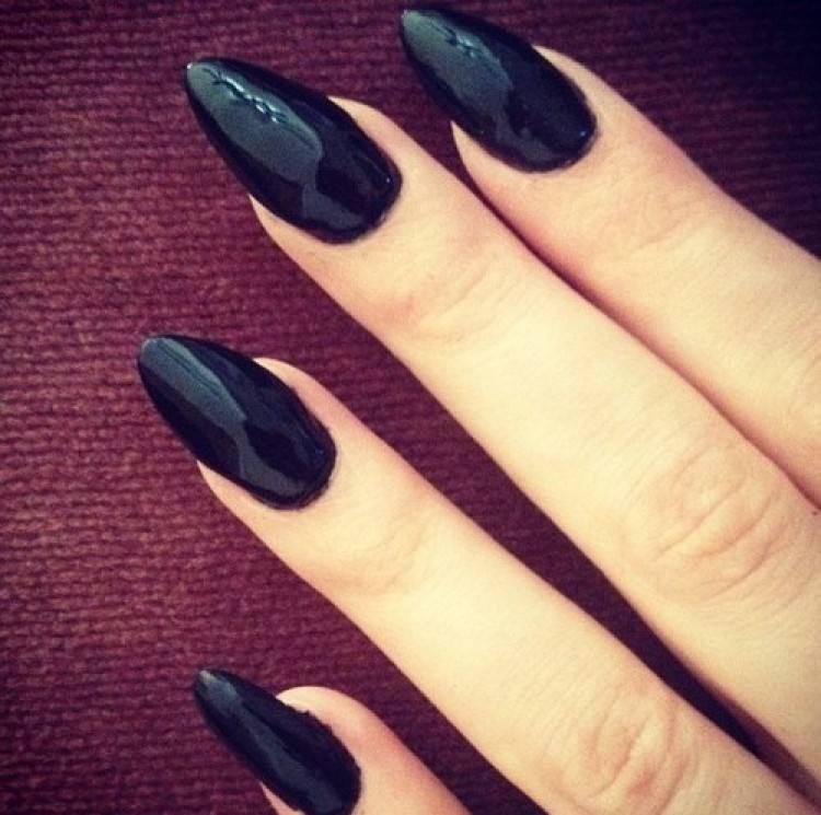 Black Pointed Nails Stiletto Nails in Black Laquer