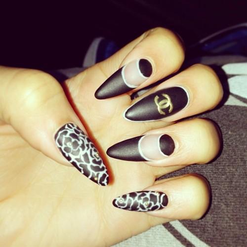 Black Pointed Nails Stiletto Nails in black Matt