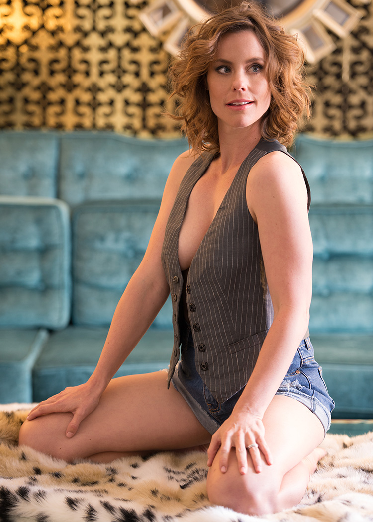 morgan-ashley-williams-bikini-model-topless